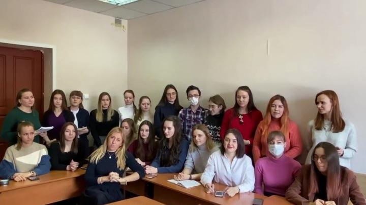 «Загазованный Красноярск — сегодня я не вижу себя»: студенты сочинили песню про «черное небо»