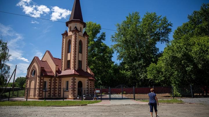 «Их грузили в скотские вагоны»: как живут российские немцы, сосланные в Сибирь, — репортаж из сёл
