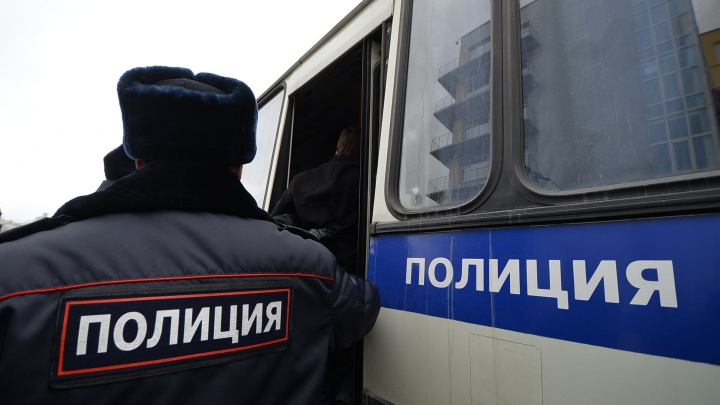 Мужчину, который убил женщину и ранил пристава в здании суда в Первоуральске, задержали