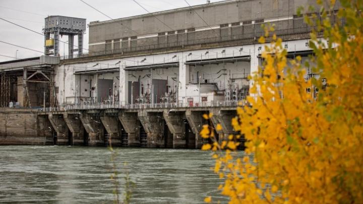 Архивные фото со стройки ГЭС, воспоминания строителей и жителей, как перекрывали Обь в –40