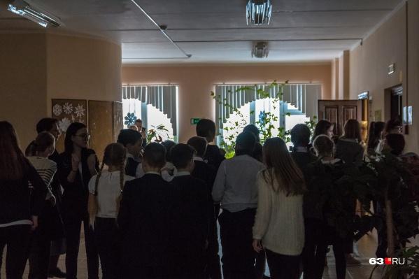 Сотни школьников уже вернулись на дистанционное обучение