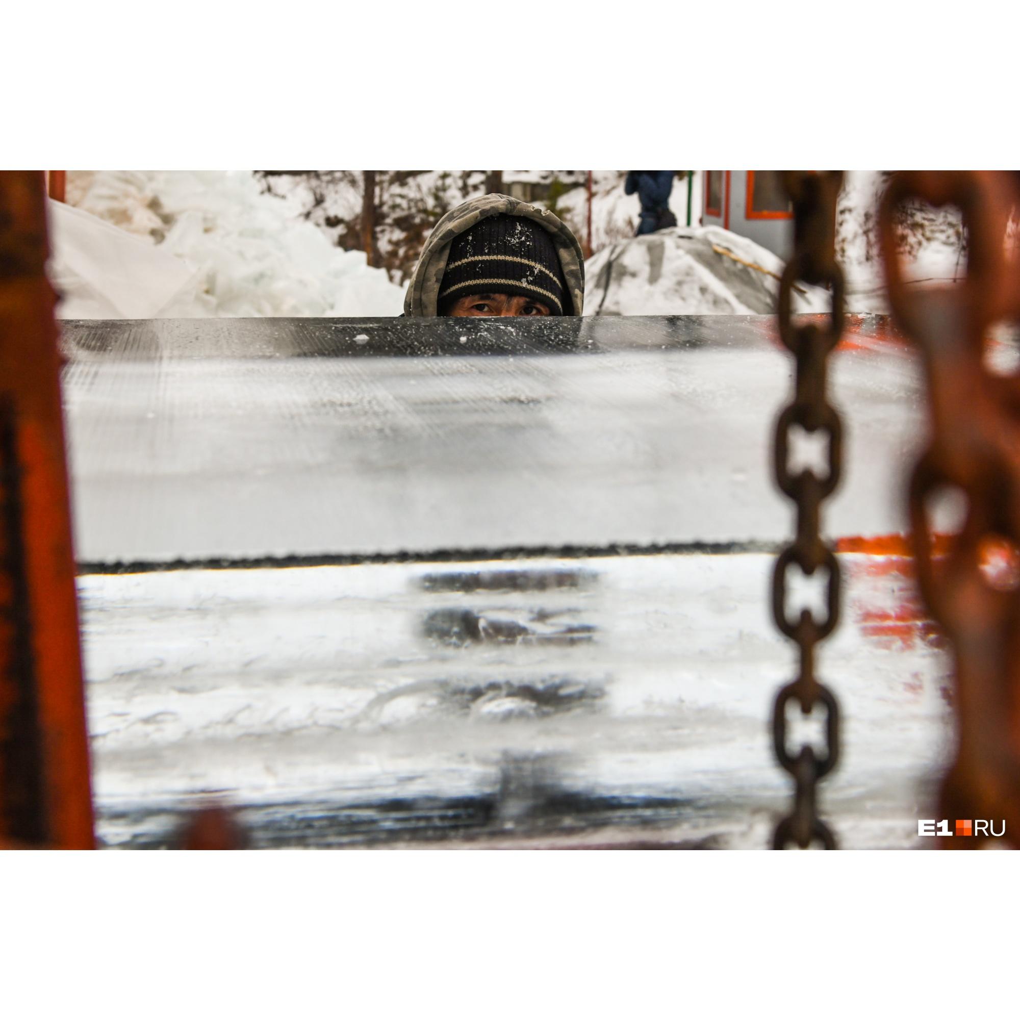 Работать заготовщики льда будут вплоть до 30 декабря