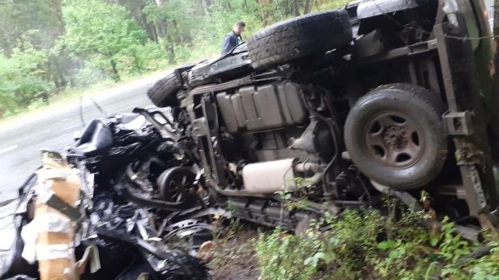 На дороге в Челябинской области иномарку разорвало пополам. Погиб молодой водитель