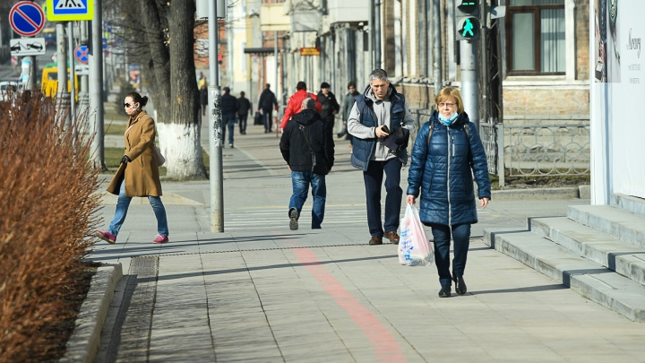 Екатеринбург оказался на дне рейтинга соблюдения режима самоизоляции. Сравниваем с другими городами