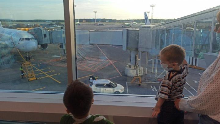 В Екатеринбург привезли двух братьев, чьи родители пропали в Сирии