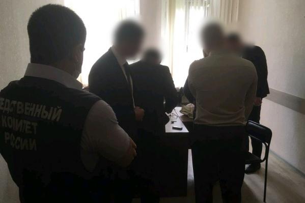 Высокопоставленного полицейского задержали сотрудники СК и ФСБ