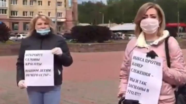 «Мы не хотим поднимать цены»: работники салонов красоты в Выксе протестовали против установки камер