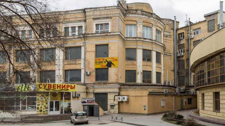 «Привлекут неограниченное число среднеазиатских реставраторов»: волгоградец о сроках ремонта ЦУМа