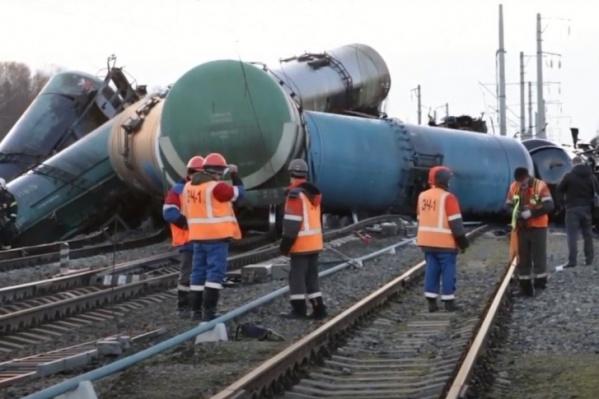 Во Владимирской области в результате железнодорожной катастрофы мазут разлился по земле