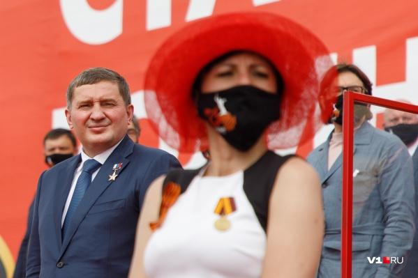 Андрей Бочаров отступил от установленного Роспотребнадзором дресс-кода