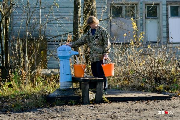 Воду, добытую без лицензии, затем использовали для обслуживания объектов поселка и для питья