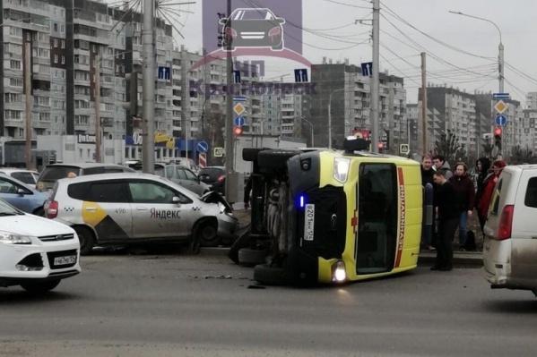 Аварию спровоцировал таксист с маркировкой «Яндекса»