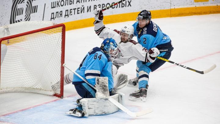 Хоккей: «Сибирь» выиграла у рижского «Динамо» и официально вошла в плей-офф