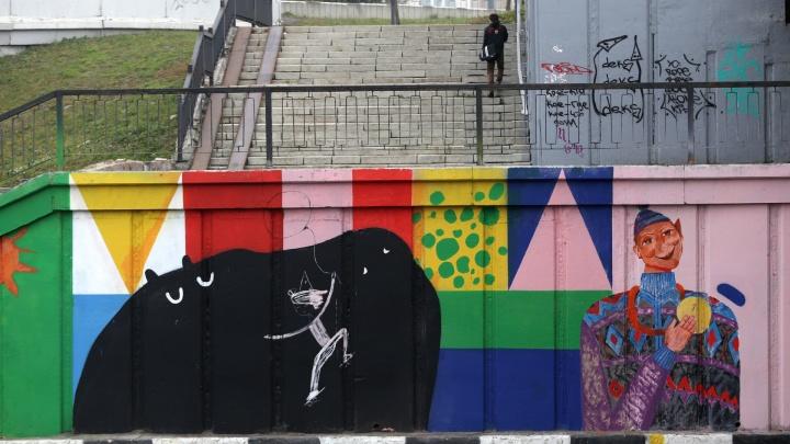 Кот, слон и бегемот: улицу Челябинска украсили яркими граффити, нарисованными детьми с плохим зрением