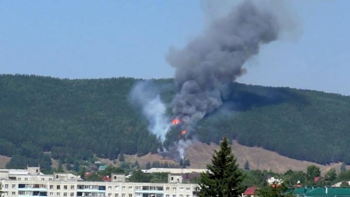 В Башкирии рядом с Белорецком полыхают леса, очевидцы сняли видео