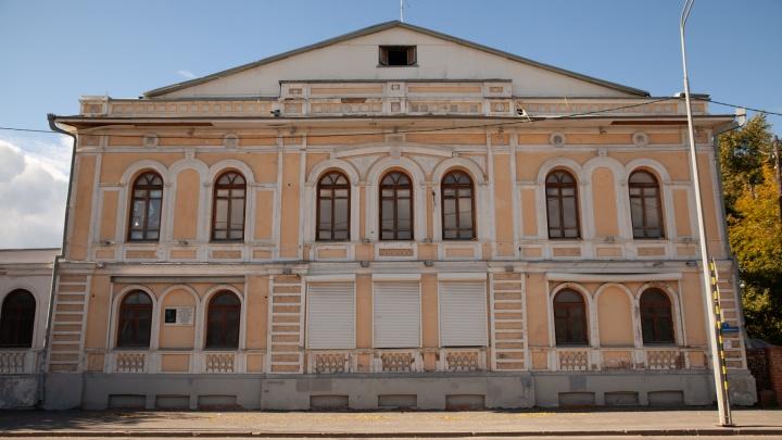 Забытый властью и людьми. Как выглядит старый особняк на Челюскинцев (ему 120 лет!)