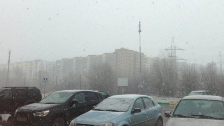 ГИБДД предупреждает нижегородцев о сложностях на дороге из-за снега и гололедицы
