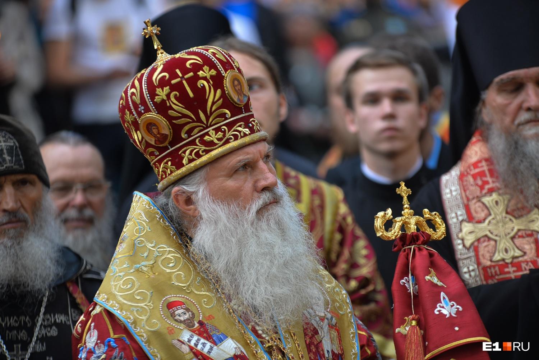 Именно владыка Викентий сделал из послушника Романова священника