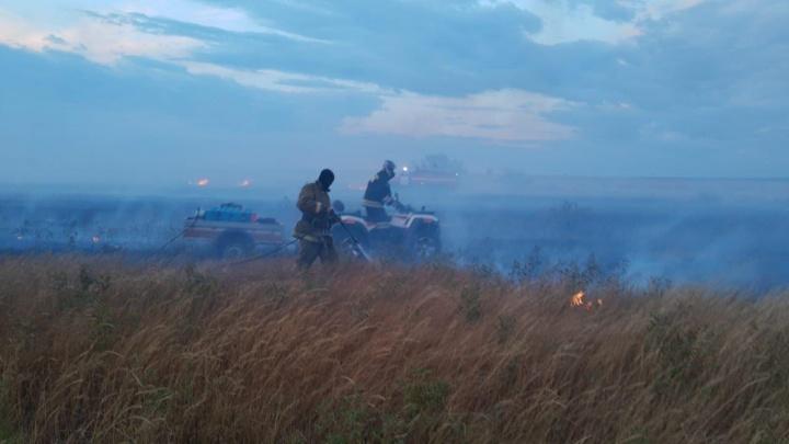 МЧС остановило масштабный степной пожар под Волгоградом