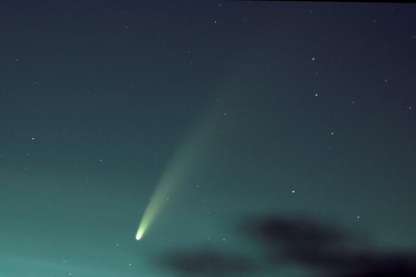 При съёмке кометы настраивайте на фотоаппарате длинную выдержку