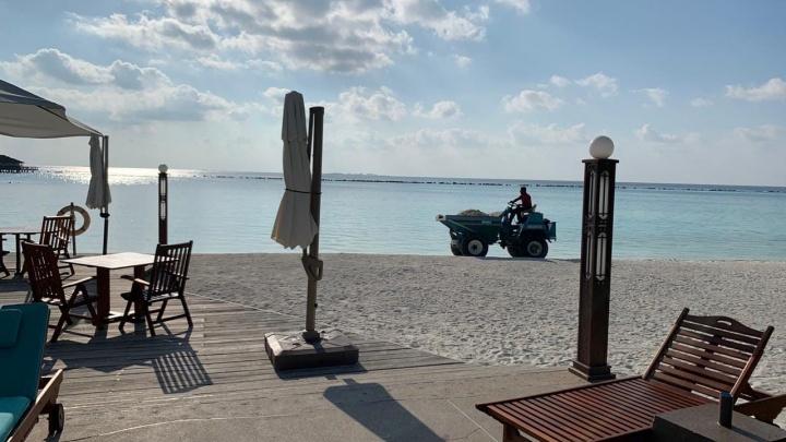 «Консул по WhatsApp пишет: ждите». Сибирячка застряла на Мальдивах с ребенком и мамой-пенсионеркой