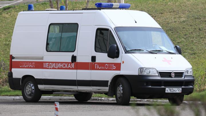 Шестилетний мальчик выпал из окна в Красноярске, когда его мать ушла на работу