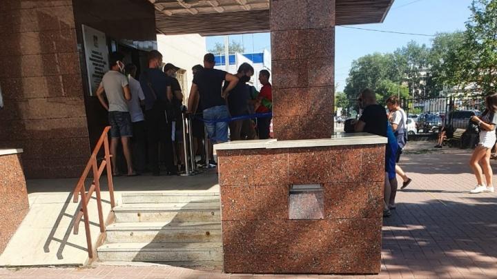 Челябинские автомобилисты пожаловались на очереди в областной ГИБДД