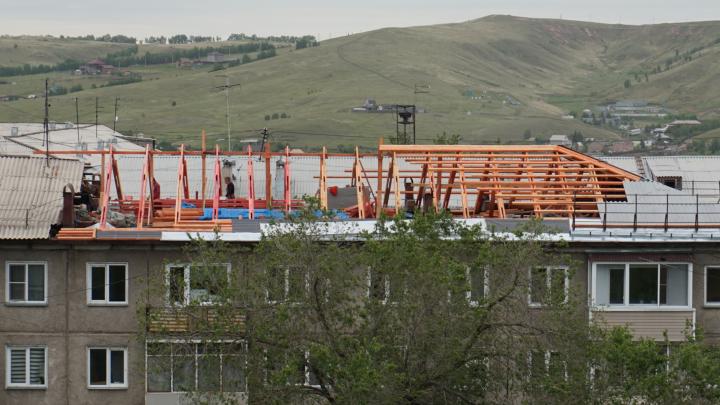 «Тряслись над каждым подрядчиком»: что происходит с капремонтом крыш в Красноярске