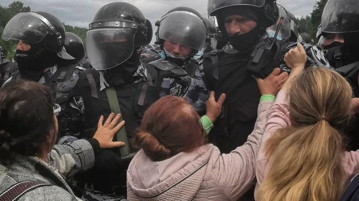 Женщина в розовой куртке, противостоявшая ОМОНу: «Куштау — это душа. Хозяин горы есть же»