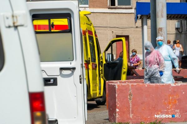Осенью кривая заболеваемости коронавирусом в России вновь поползла вверх. Впрочем, официальные лица страны говорят, что о второй волне речи не идет