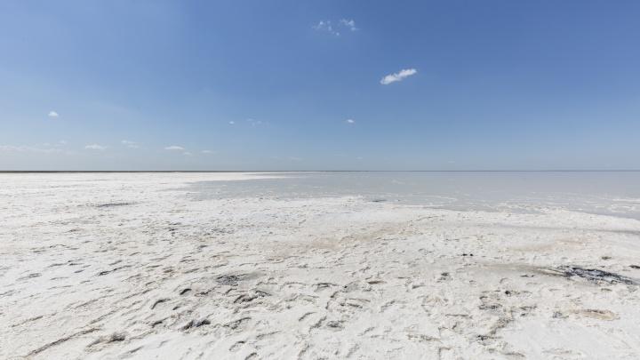 По приказу ФСБ: в Волгоградской области открыли для свободного доступа озеро Эльтон