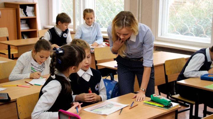 Министр образования заявила, что график работы омских учителей может сдвинуться
