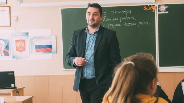 Препод в тренде: омский учитель литературы снимает ролики для TikTok