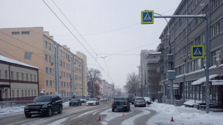 В центре Новосибирска водитель наехал на пешеходов— пострадал 6-летний мальчик