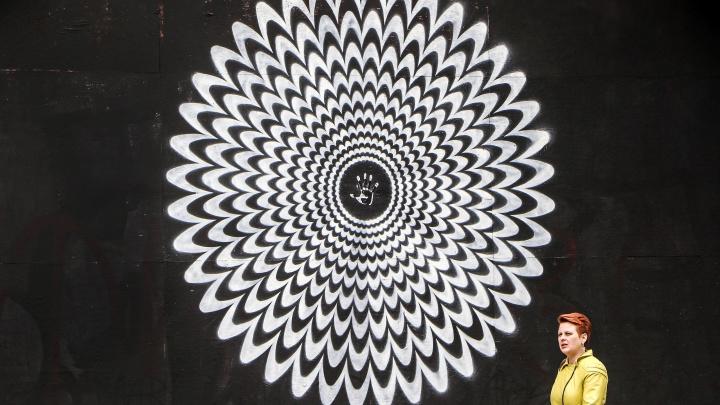 У вас точно закружится голова: в центре Нижнего Новгорода появились «гипнограффити»