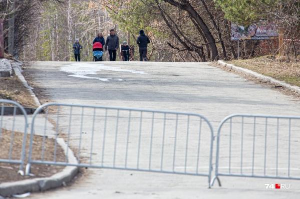 Дороги в бор возле ЮУрГУ перекрыты, но до сих пор это мало кого останавливает