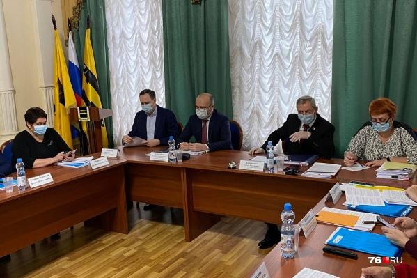 О своей отставке Валерий Астраханцев заявил во время заседания городской думы
