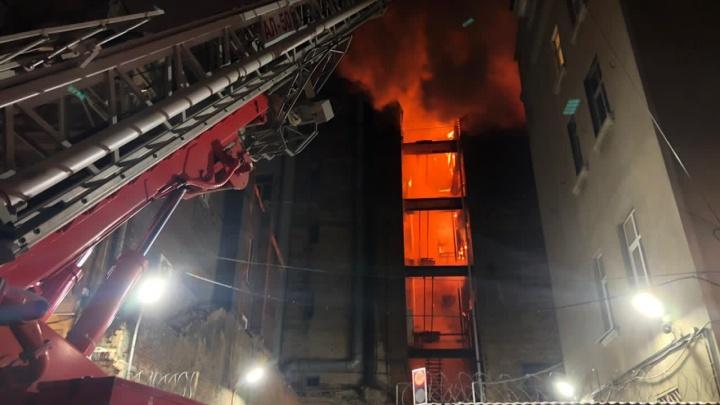 Доходный дом Сариевых сгорел ночью в центре Ростова