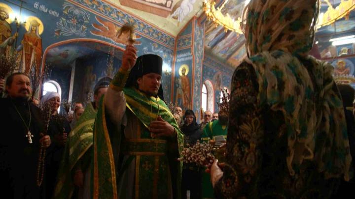 «Коронавируса в храмах нет!»: как самарцы встретили Вербное воскресенье