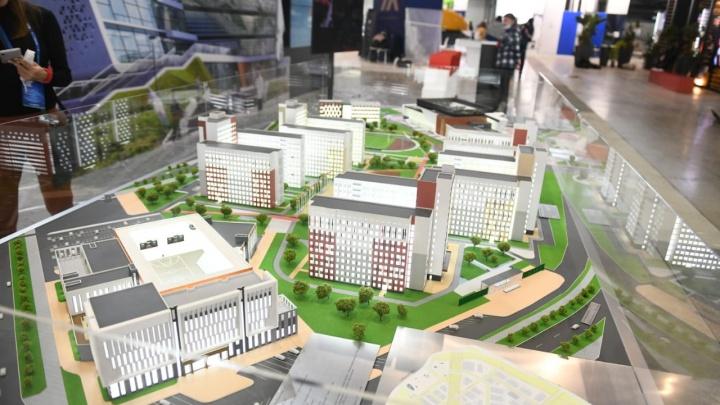 Можно рассмотреть все детали: в Екатеринбурге впервые показали объемный макет деревни Универсиады