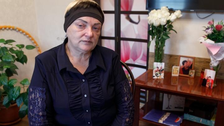 «Они убили мою маму»: волгоградка умерла дома от жутких отеков, не дождавшись места в больнице