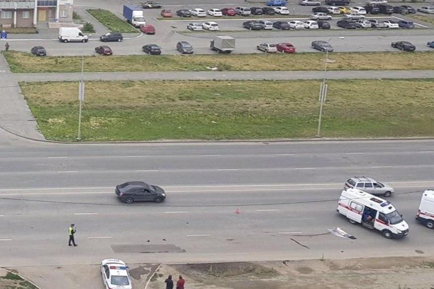 У сбившего пешехода «Лексуса» в результате аварии отлетело колесо