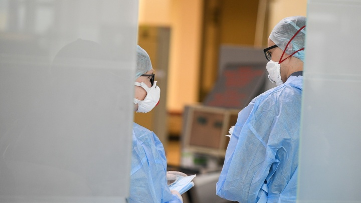После отрицательных тестов из тюменской инфекционной больницы выписали трёх пациентов