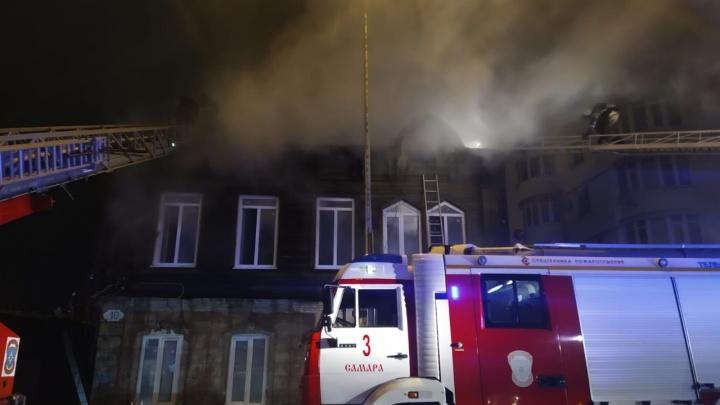 Тушили всю ночь: рядом с Фрунзенским мостом сгорел жилой дом