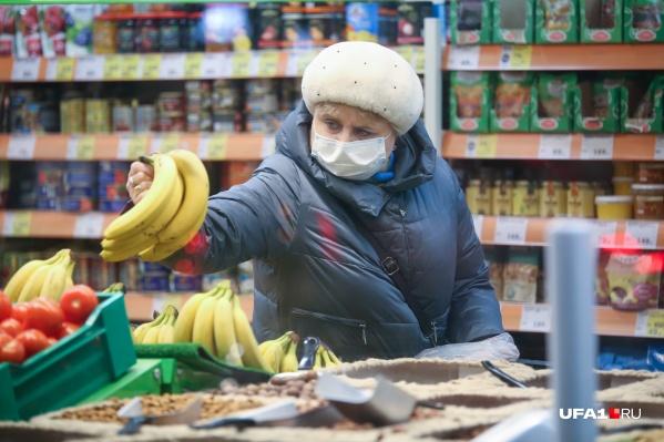 Хабиров отметил, что пожилые люди больше подвержены заражению ковидом
