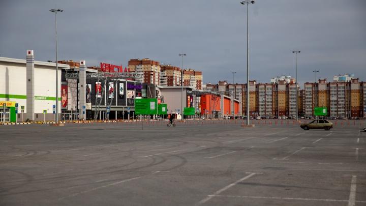 Один из крупнейших ТРЦ Тюмени могут забрать за долги экс-владельцев Антипинского завода