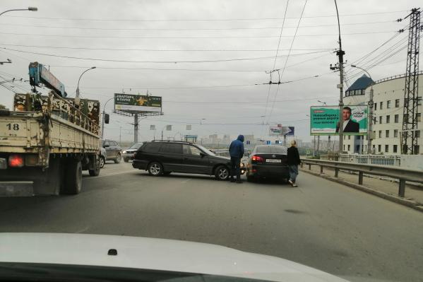 Здесь часто разворачиваются автолюбители, которые хотят сократить путь до автовокзала