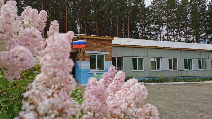 Новую крышу и безопасные классы получила проблемная школа в поселке Аэропорт