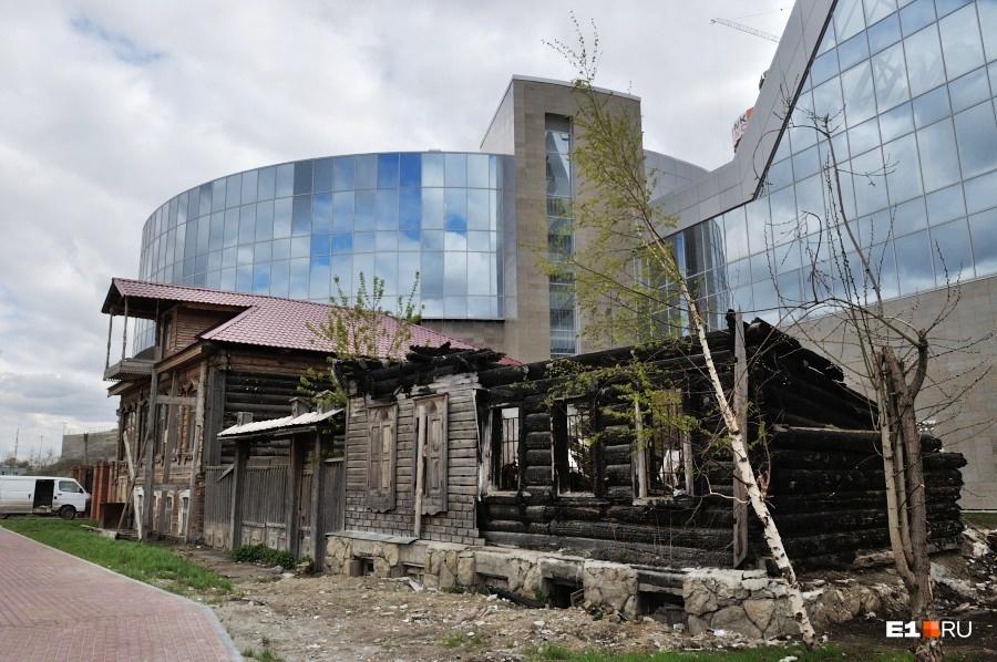 В 2006 году здание пострадало от пожара — сгорела деревянная резьба, частично разрушилась лепнина на первом этаже