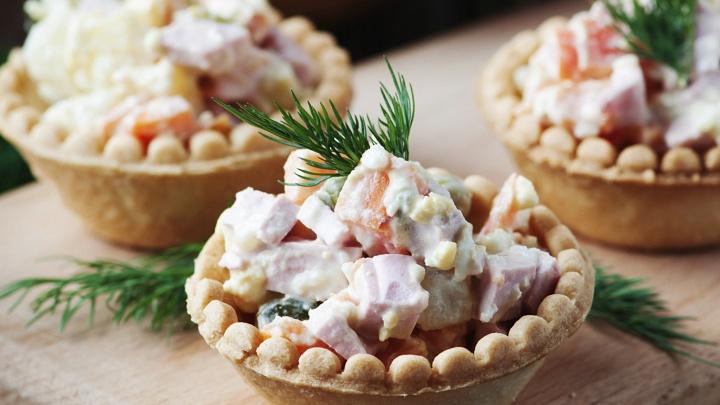 Собери свой тазик оливье: онлайн-конструктор традиционного блюда, которое вы еще не пробовали